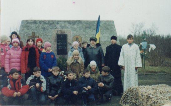Відкриття пам'ятника жертвам Голодомору у 2004-му році у селі Аджамка
